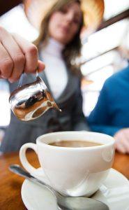 serve-tea-coffee-restaurant