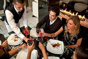 serving guest restaurant