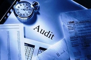 importance of night audit Night auditor is not the same in all hotels but in general he is the one who aware and adhere to all accounting policies and procedures and ensure accuracy of guest.