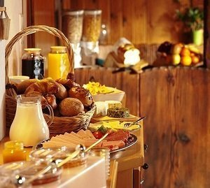 buffet service continental breakfast